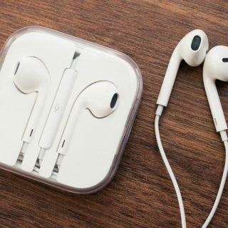 eBay India:Buy Earphones EarPods with Mic Handsfree Headphones for all Apple iPhone ipod ipad at Rs. 229
