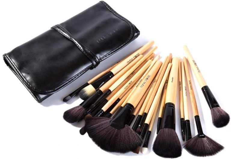 Amazon India : Puna Store Makeup Brush Set, 24 Pieces with Black PU Leather Case at Rs.584
