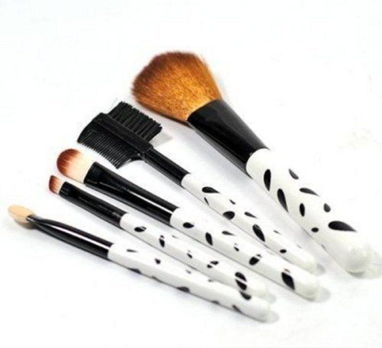 Amazon India : Keli Professional Make Up Brush Set (Pack Of 5) at Rs.153