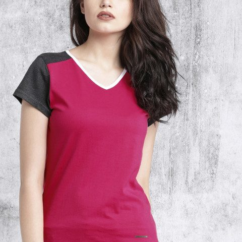 Myntra : Roadster Women Pink V-Neck T-shirt at Rs.399