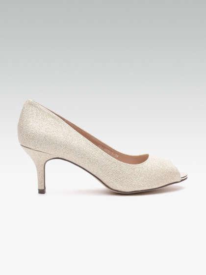 TataCliQ : 60% Off on Carlton London Footwear
